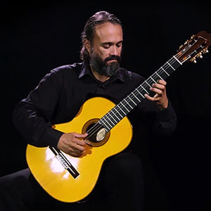 Photo of the guitarist and guitar teacher Gabriel Guillén