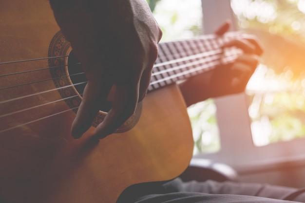 Guitare fingerpicking - apprendre à jouer du picking