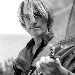 Yannick Robert, profesor de rasgueo y punteo en la guitarra