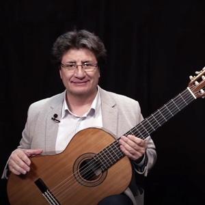 Luis Saldivia imparte el curso de guitarra clásica